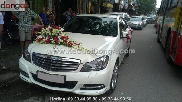 cho-thue-xe-cuoi-mercedes-c250