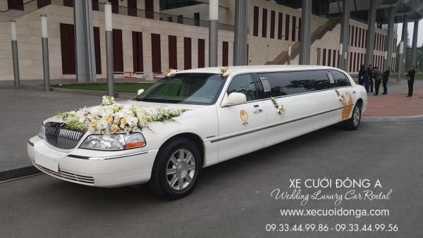 thue-xe-cuoi-limousine-lincoln-mau-trang-xe-3bakhoang
